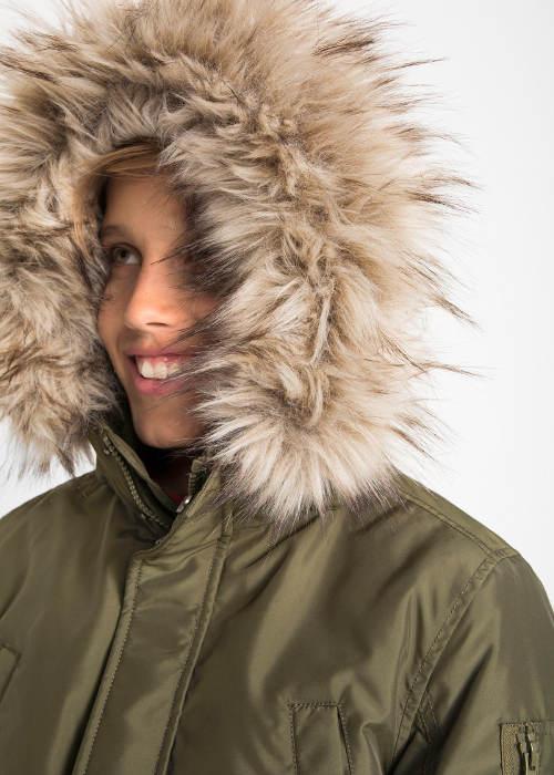 Dětská zimní bunda s kožešinovou kapucí
