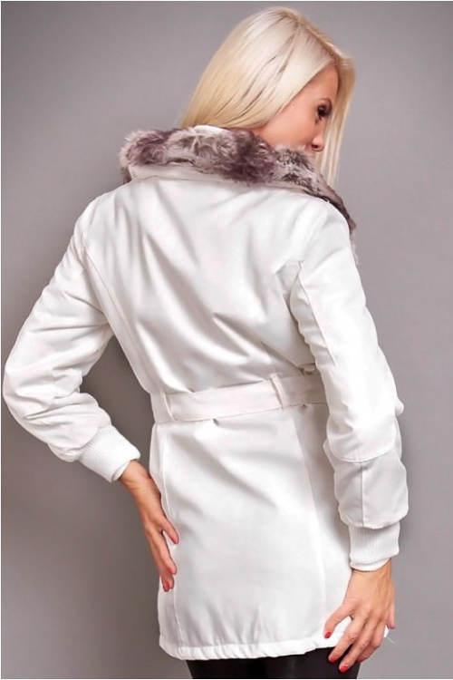 Bílý dámský kabát s hřejivým límcem