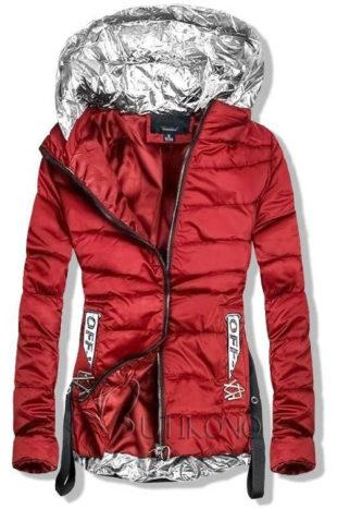 Červená podzimní bunda se stříbrnými prvky