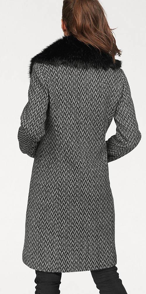 Dámský kabát s kožešinovým límcem