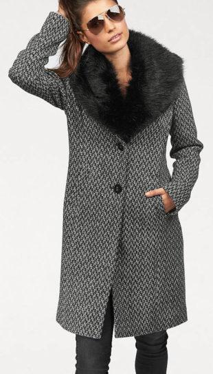 Šedý žíhaný delší dámský kabát