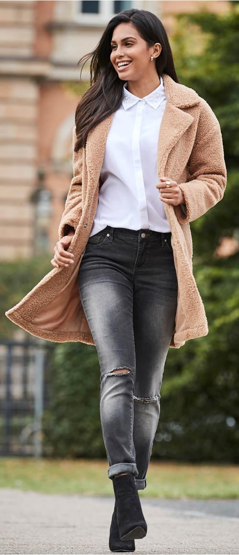 Béžový plyšový dámský kabát