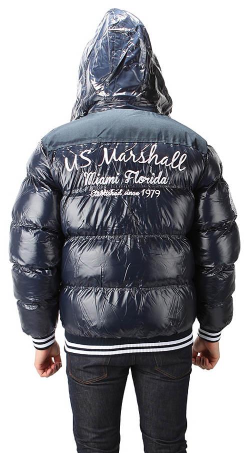 Černá lesklá pánská zimní bunda s nápisem na zádech