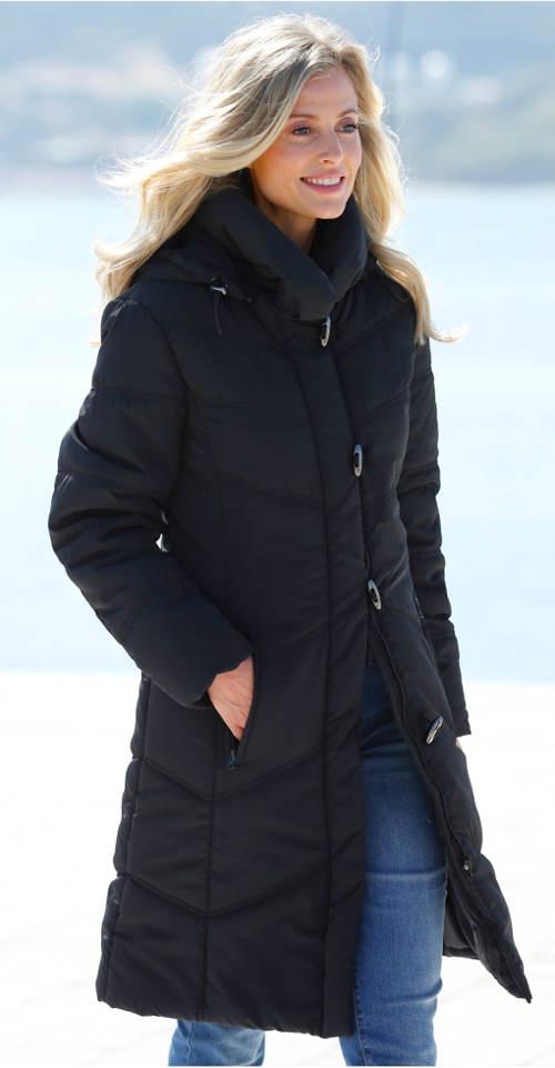 Černý dámský zimní prošívaný kabát