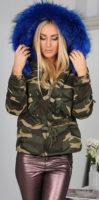 Maskáčová bunda s kapucí s modrou kožešinou