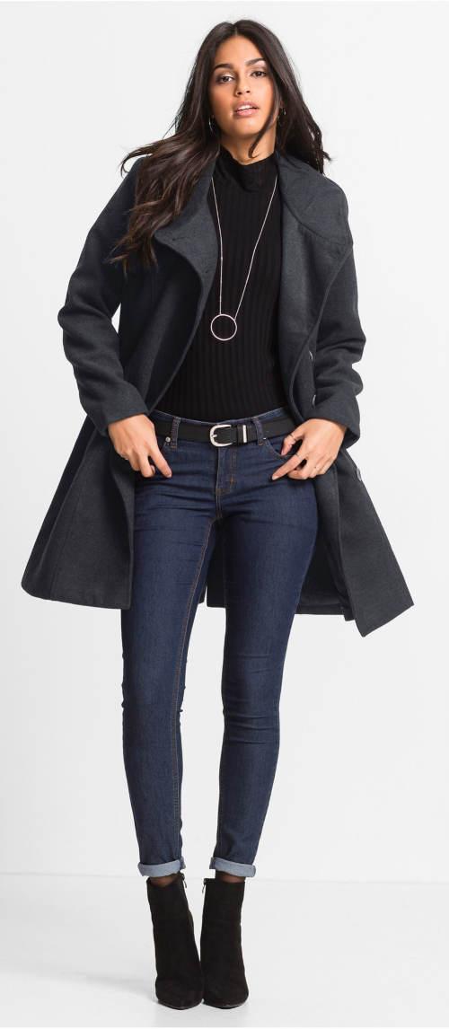 Moderní dámský kabát na podzim a zimu