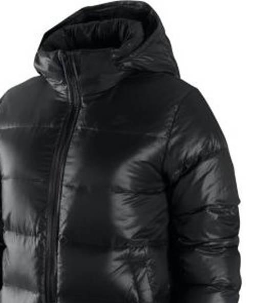 Výprodejová černá dámská zimní bunda Nike