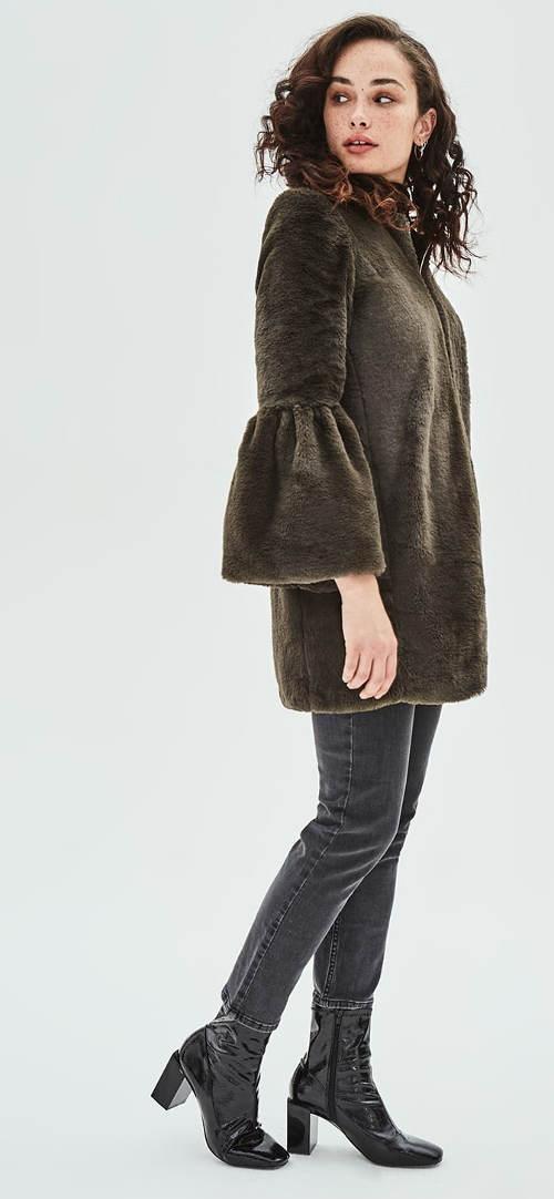 Zimní bunda s rukávy do zvonu