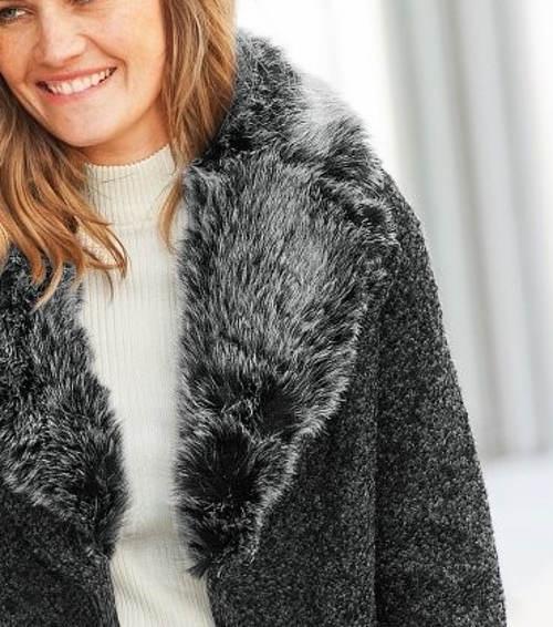 Zimní kabát s huňatým kožešinovým límcem