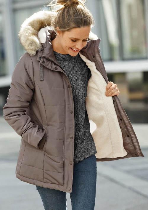 Dámská zimní bunda s odnímatelnou kožešinou na kapuci
