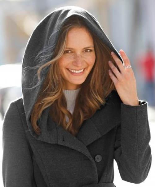 Dámský kabát s velkou kapucí