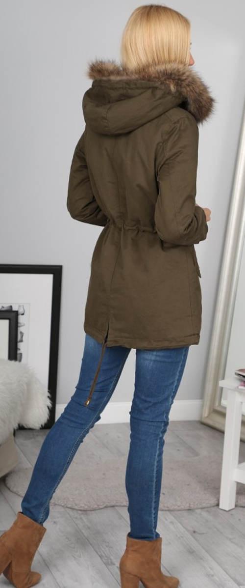 Hnědá dámská zimní bunda s kožešinovou kapucí