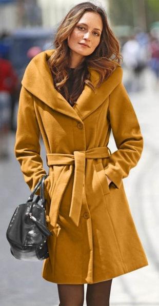 Měkký dámský zimní kabát s šálovým límcem