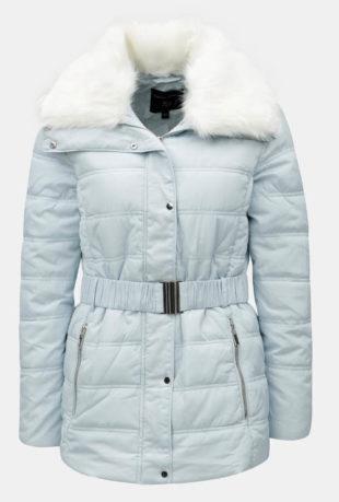 Světle modrá prošívaná dámská zimní bunda s umělým kožíškem