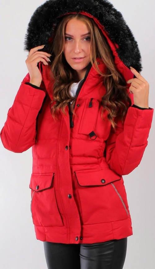 Červená dámská zimní bunda s černým kožíškem