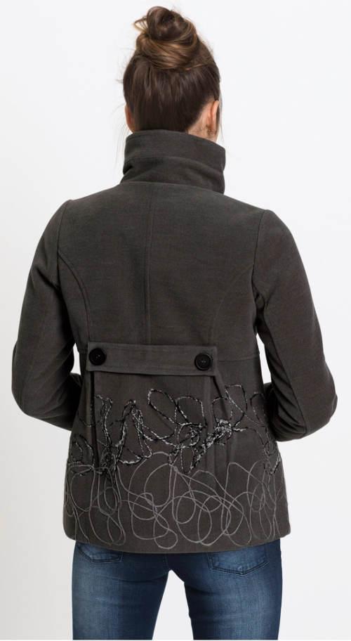 Krátký dámský kabát s výšivkou