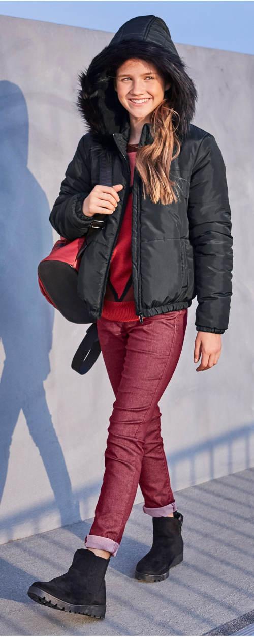 Černá dětská zimní bunda s velkou kapucí