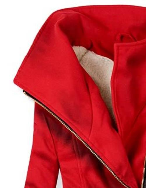 Červený dámský zimní kabát s vysokým límcem