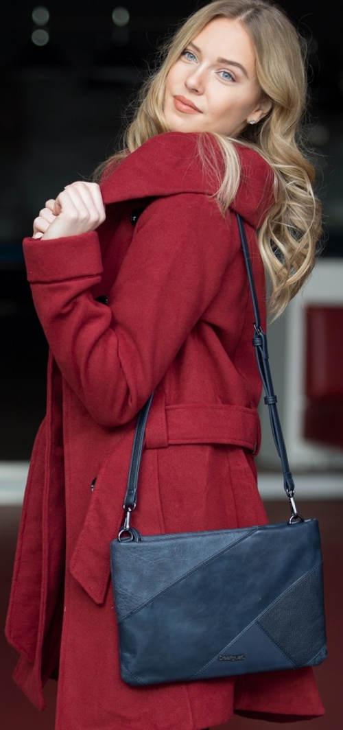 Červený zimní kabát s velkým límcem