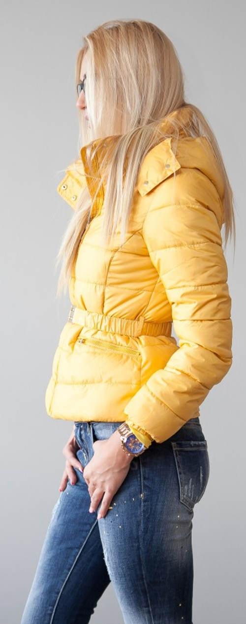 Dámská žlutá zimní bunda se stahovacím páskem