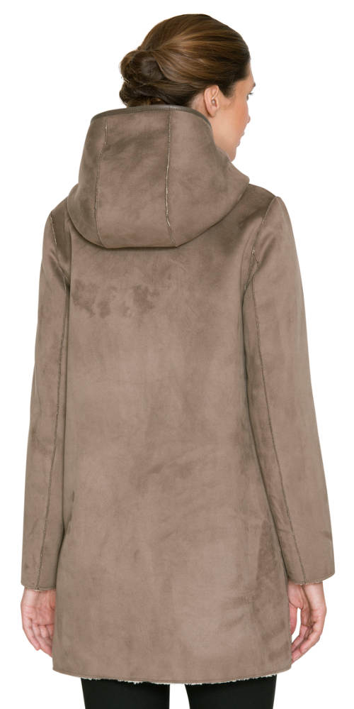 Dámský kabát kratší délky s vnitřním podšitím z umělé kožešiny. Dámský  kožený zimní kabát ... 489003ba71e