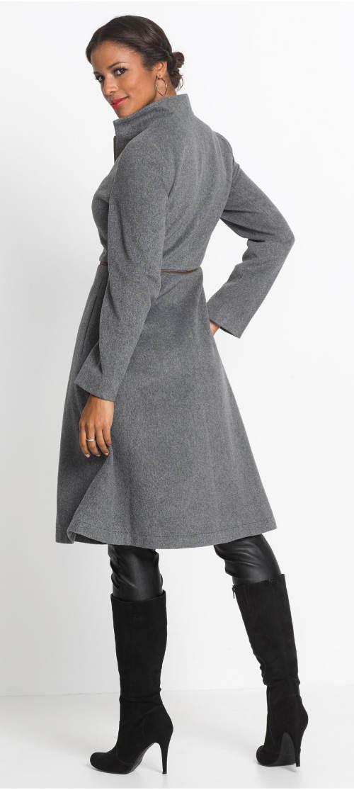 Elegantní kabát k vysokým kozačkám