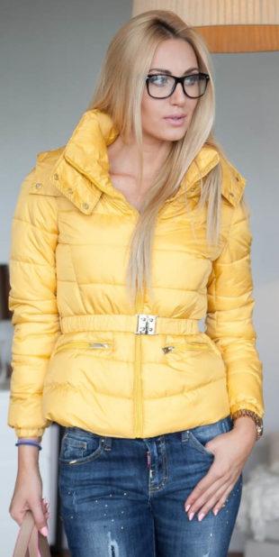 Žlutá prošívaná zimní bunda s páskem na sponu