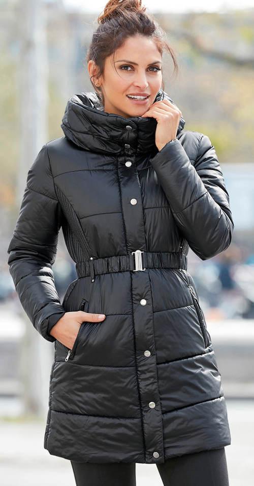 Dlouhá černá zimní bunda se stahovacím opaskem