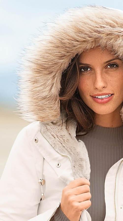 Krémová dámská zimní bunda s kožešinovou kapucí