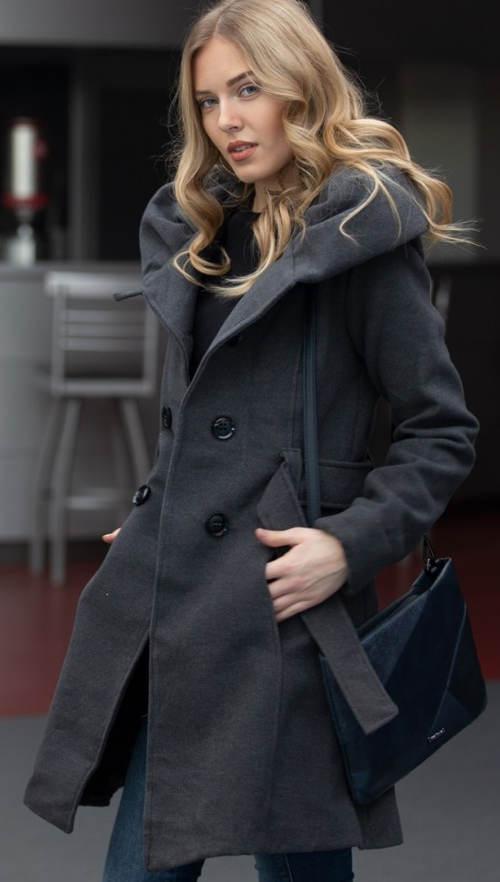 Šedý dámský kabát s velkým límcem