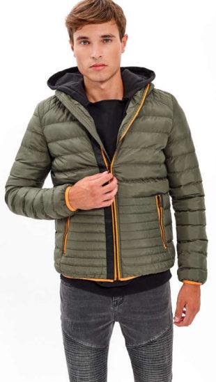 Sportovní vypasovaná prošívaná pánská zimní bunda