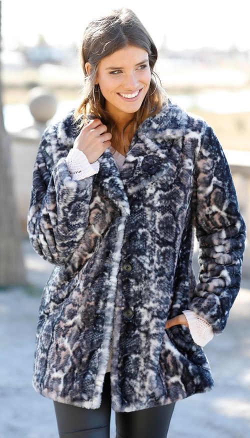 Kabát s imitací leopardí kožešiny