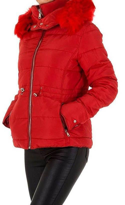 Červená zimní bunda pohodlného střihu