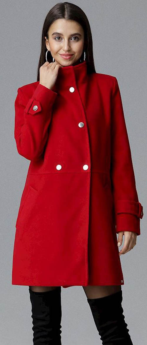 Červený dámský kabát k vysokým kozačkám