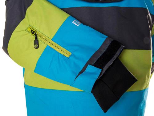 Kapsa na zip na rukávu u bundy