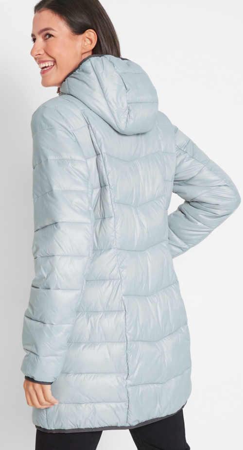 Prošívaný dámský zimní kabát stříbrné barvy