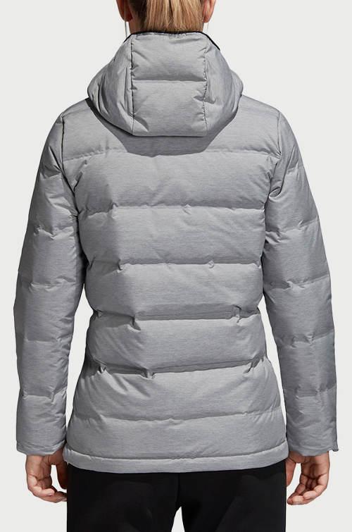 Stříbrná prošívaná dámská zimní bunda