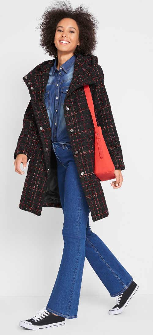 Trendy černo červený kabát s širokým límcem