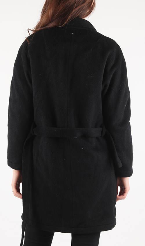 Volnější dámský zimní kabát