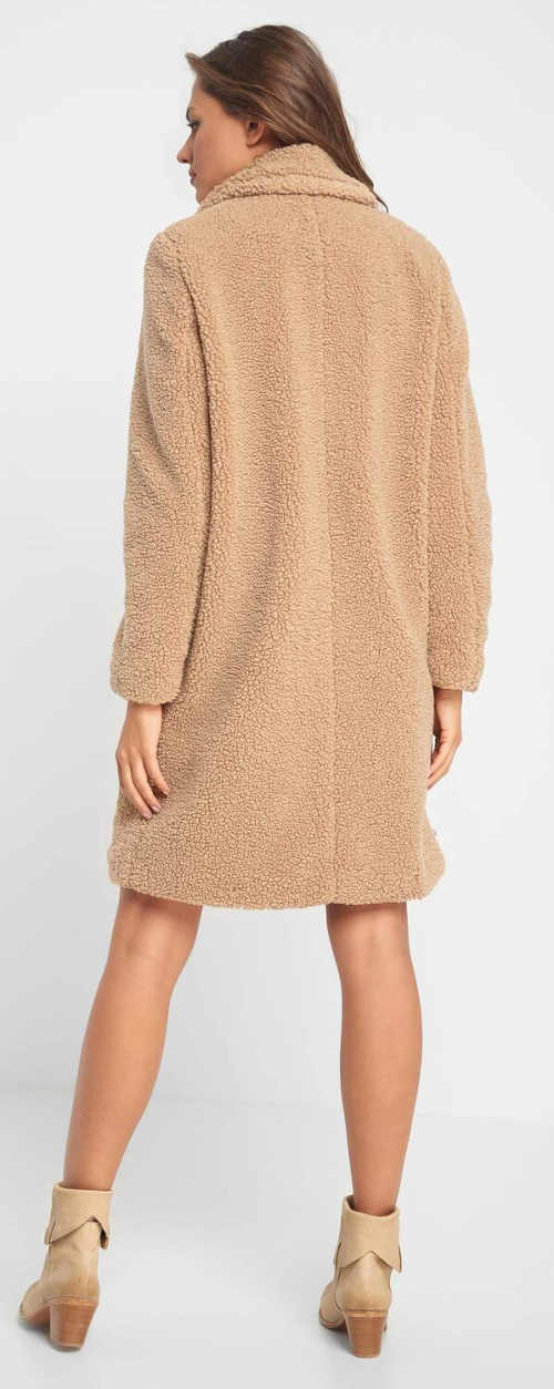 Plyšový zimní kabát s délkou nad kolena