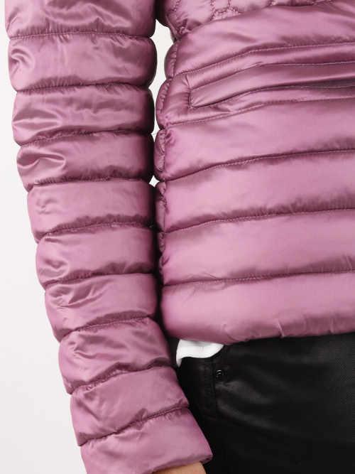 Výrazné prošití zimní bundy