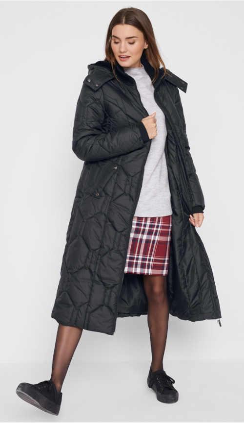 Černý prošívaný dámský maxi kabát