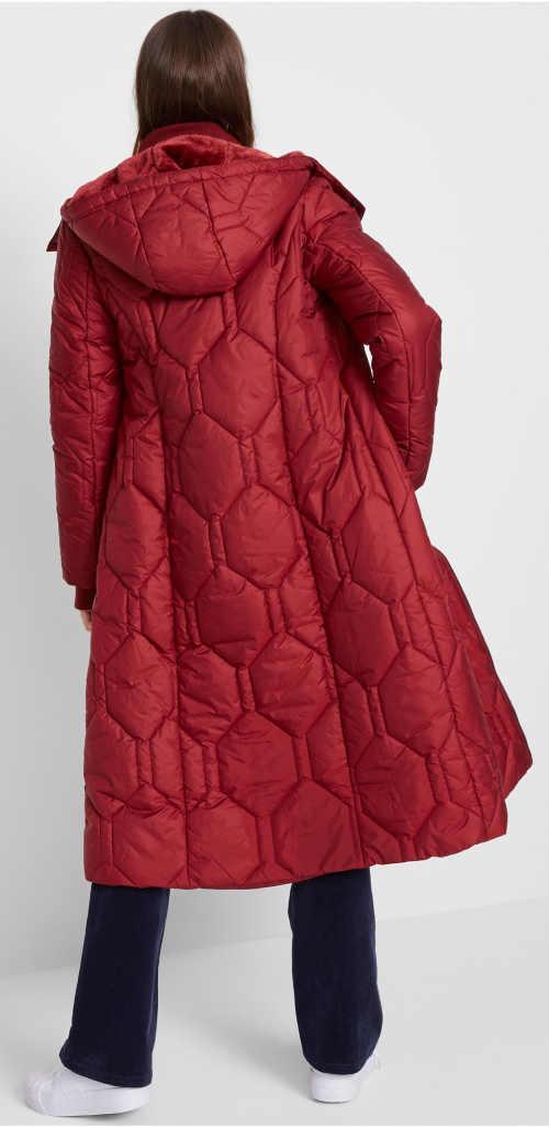 Dlouhý červený zimní kabát s diamantovým prošitím