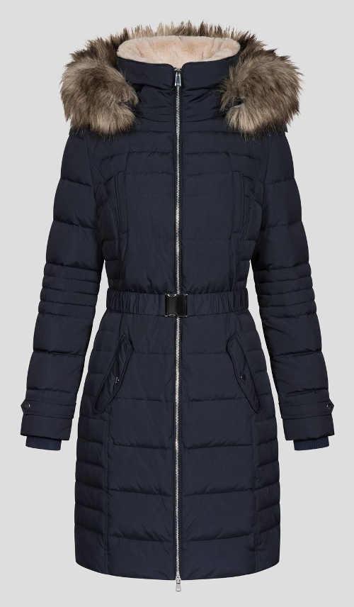 Tmavě modrý prošívaný dámský kabát a páskem