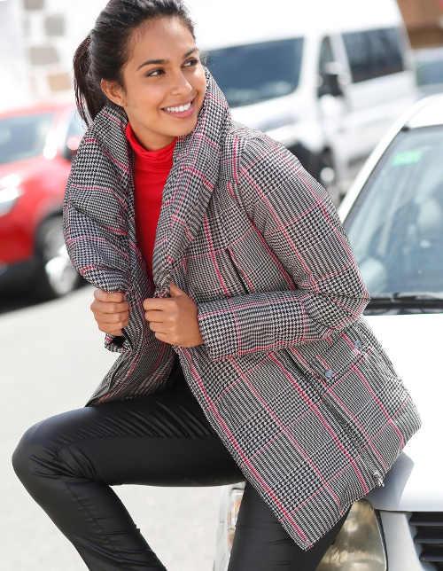 Šedá kostkovaná dámská zimní bunda