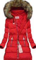 Stylová červená prošívaná bunda prodlouženého střihu