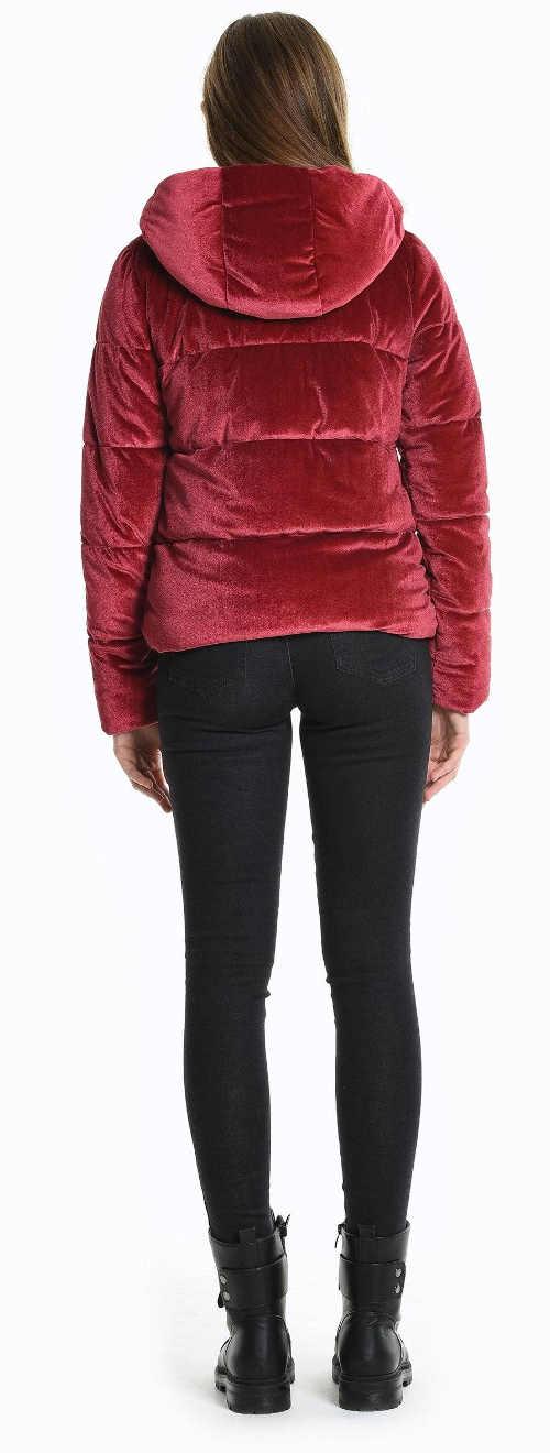 Červené kratší bunda na zimu za rozumnou cenu