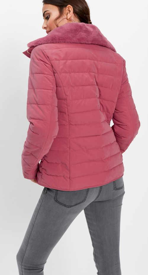 Malinová prošívaná zimní bunda s kožíškem na límci