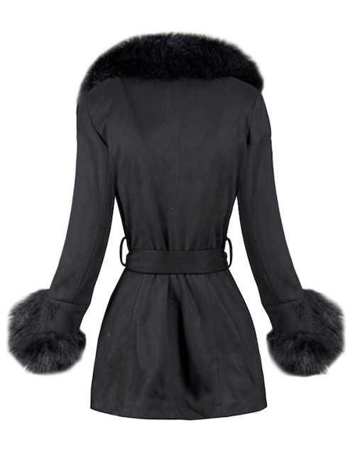 Černý zimní kabát s kožešinou na rukávech a kolem krku