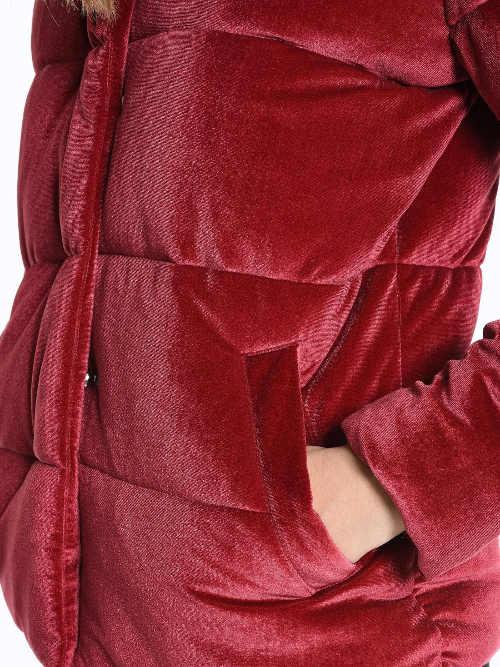 Červená dámská zimní bunda s efektem semiše